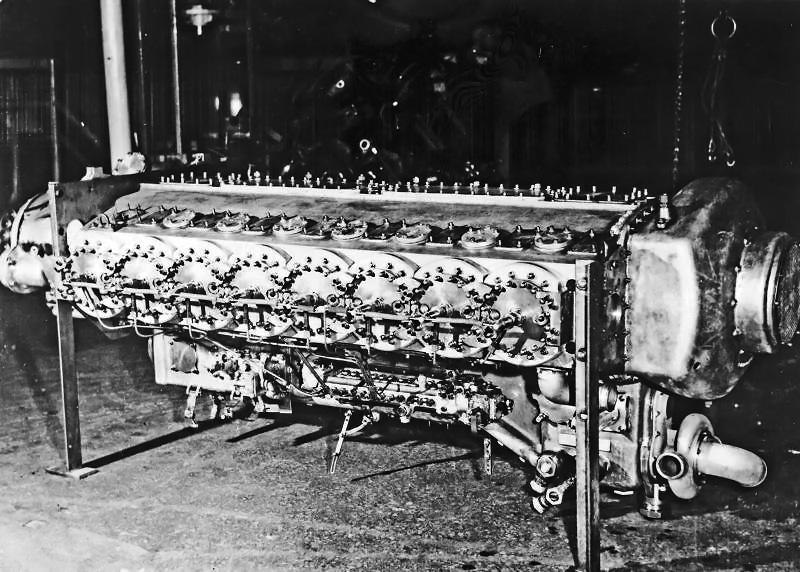 Sebuah mesin di Klöckner Humboldt Deutz | Oldmachinepress.com