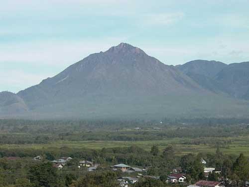 Gunung Geureudong (via alamendah.wordpress.com)