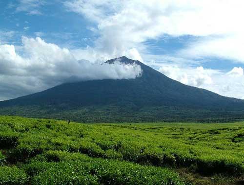 Gunung Kerinci (via alamendah.wordpress.com)