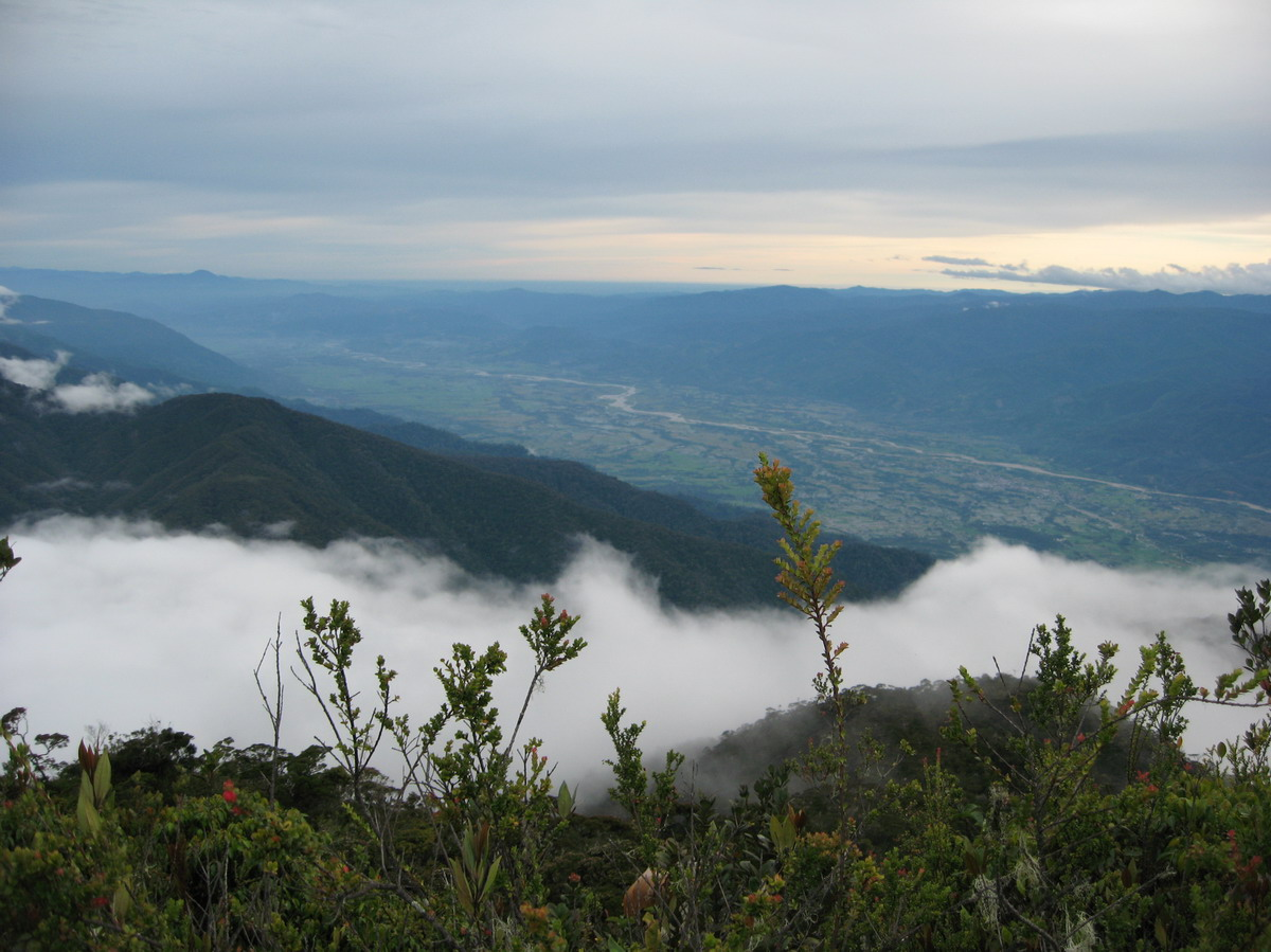 Gunung Perkison (via gedoykocan.wordpress.com)