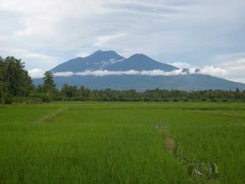 Gunung Talamau (via alamendah.wordpress.com)