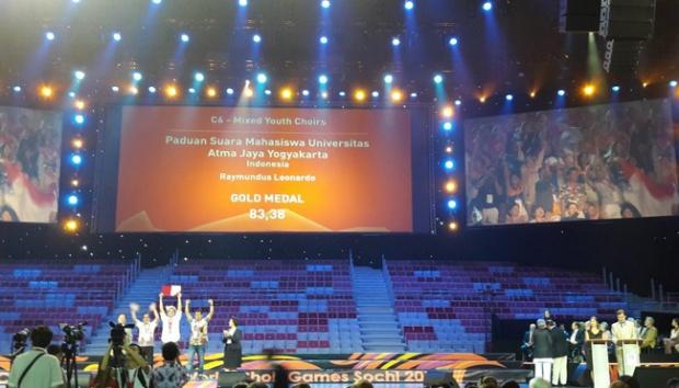Paduan Suara Mahasiswa Universitas Atma Jaya Yogyakarta (UKM PSM UAJY) berhasil meraih 2 medali emas dan 1 medali perak dalam ajang World Choir Games 2016 di Sochi, Rusia, 6-9 Juli 2016. (Dokumen istimewa)