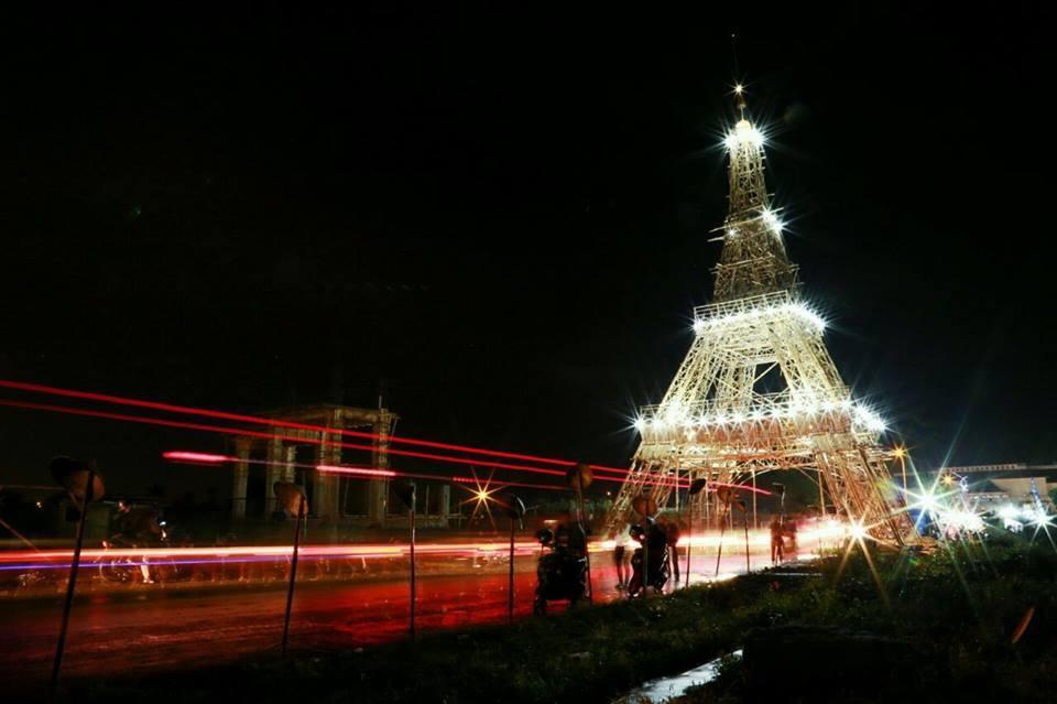 Replika menara eiffel pertama di dunia ternyata dibuat di kota di replika menara eiffel dari bambu di tasikmalaya jawa barat foto muhajir salam thecheapjerseys Images