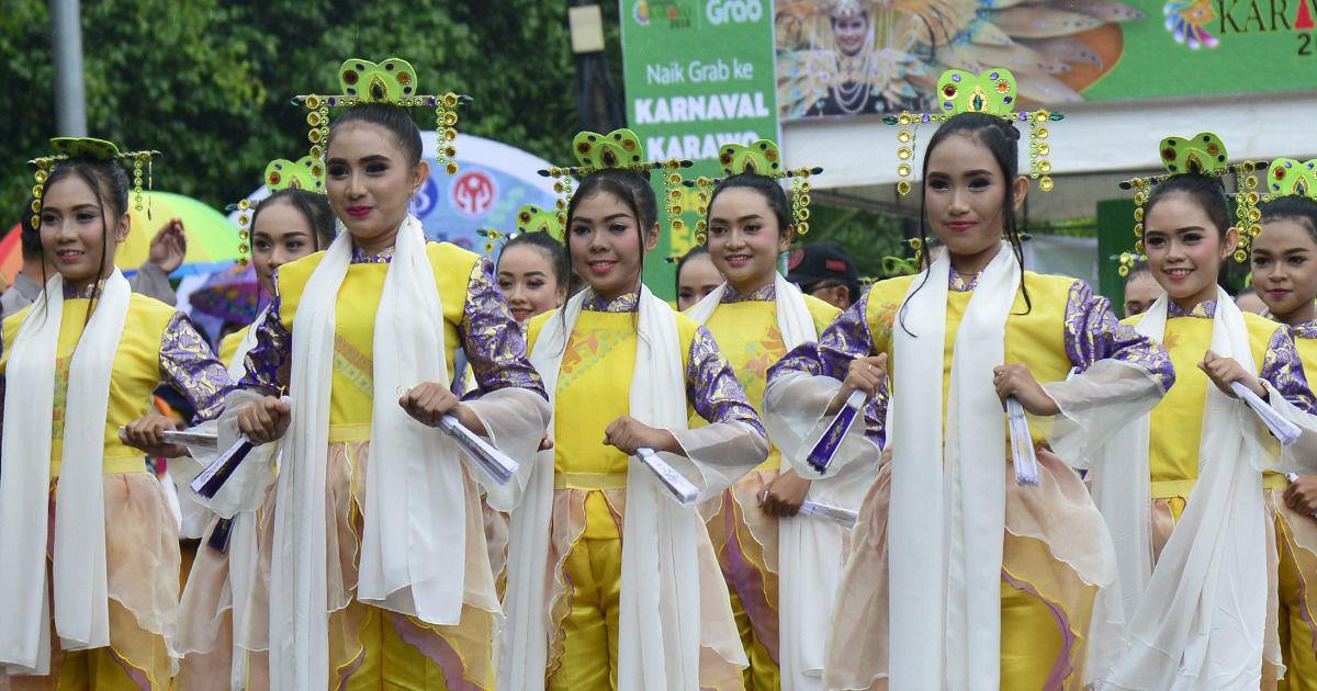 Sejumlah penari pengisi acara Festival Karawo Tahun 2018 lalu memakai seragam Karawo
