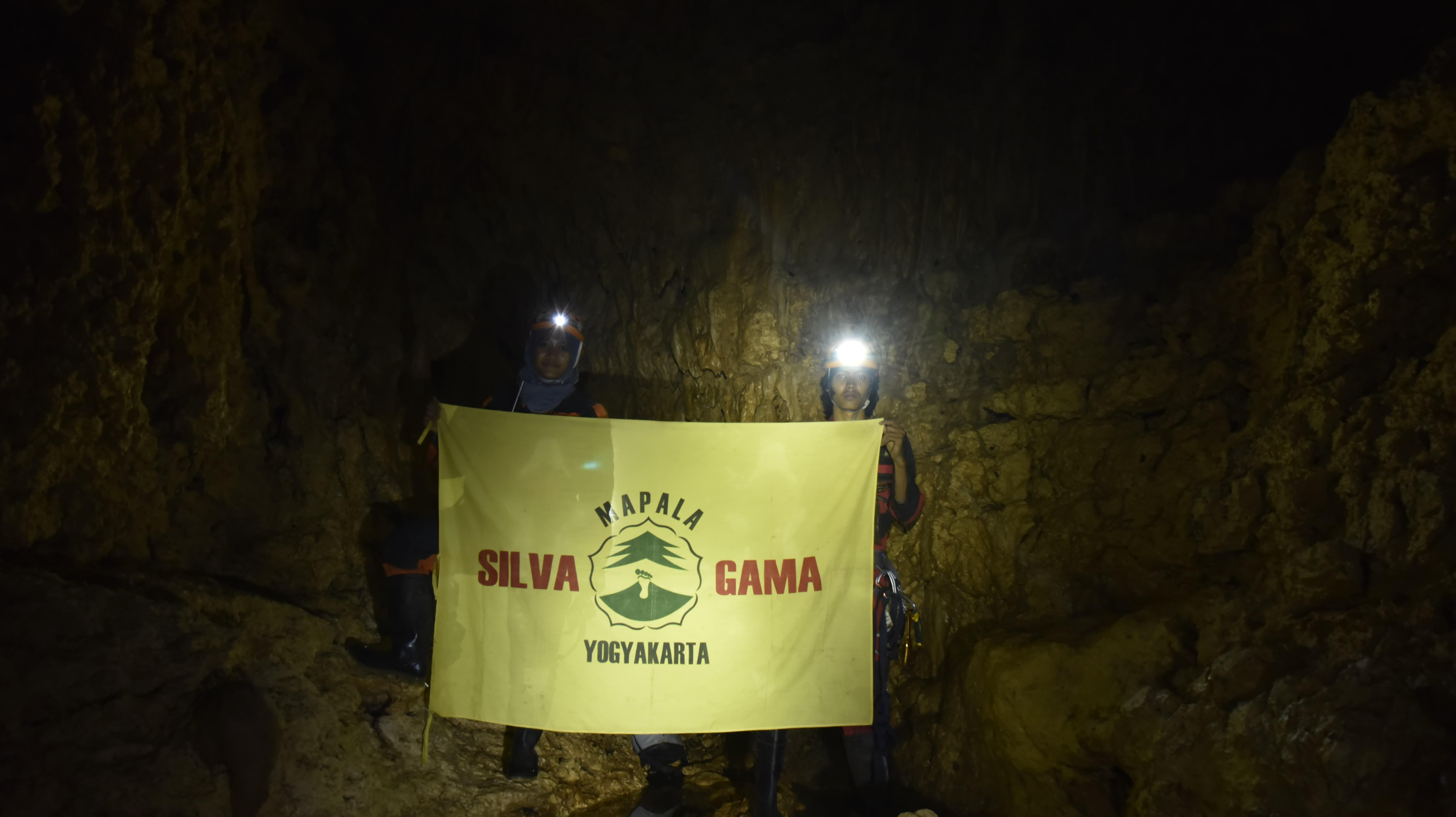 penelusuran gua di Kondamaloba