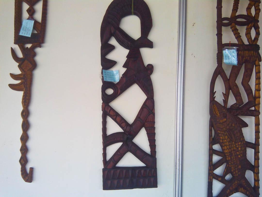 Ukiran kayu Suku Kamoro berbentuk tongkat (Oteka).