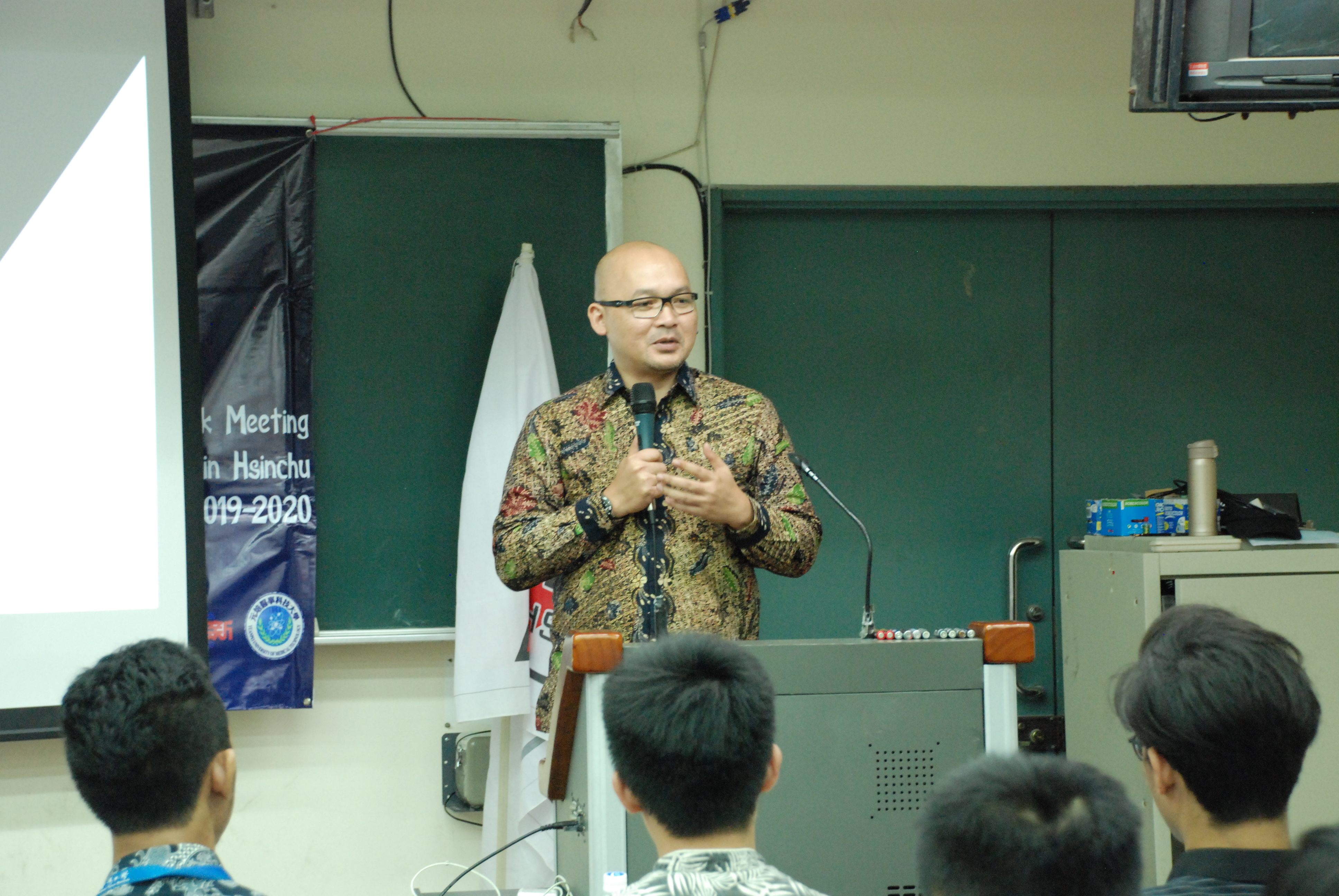 Fajar Nuradi, Kabid PWNI Pensosbud KDEI Taipei saat berdialog bersama mahasiswa Indonesia di Hsinchu © PPI Hsinchu