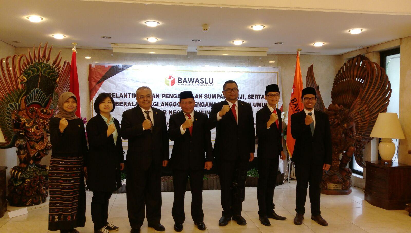 Empat orang perwakilan Panwaslu LN untuk wilayah Taiwan bersama para jajaran Bawaslu RI yang hadir di Tokyo, Jepang.