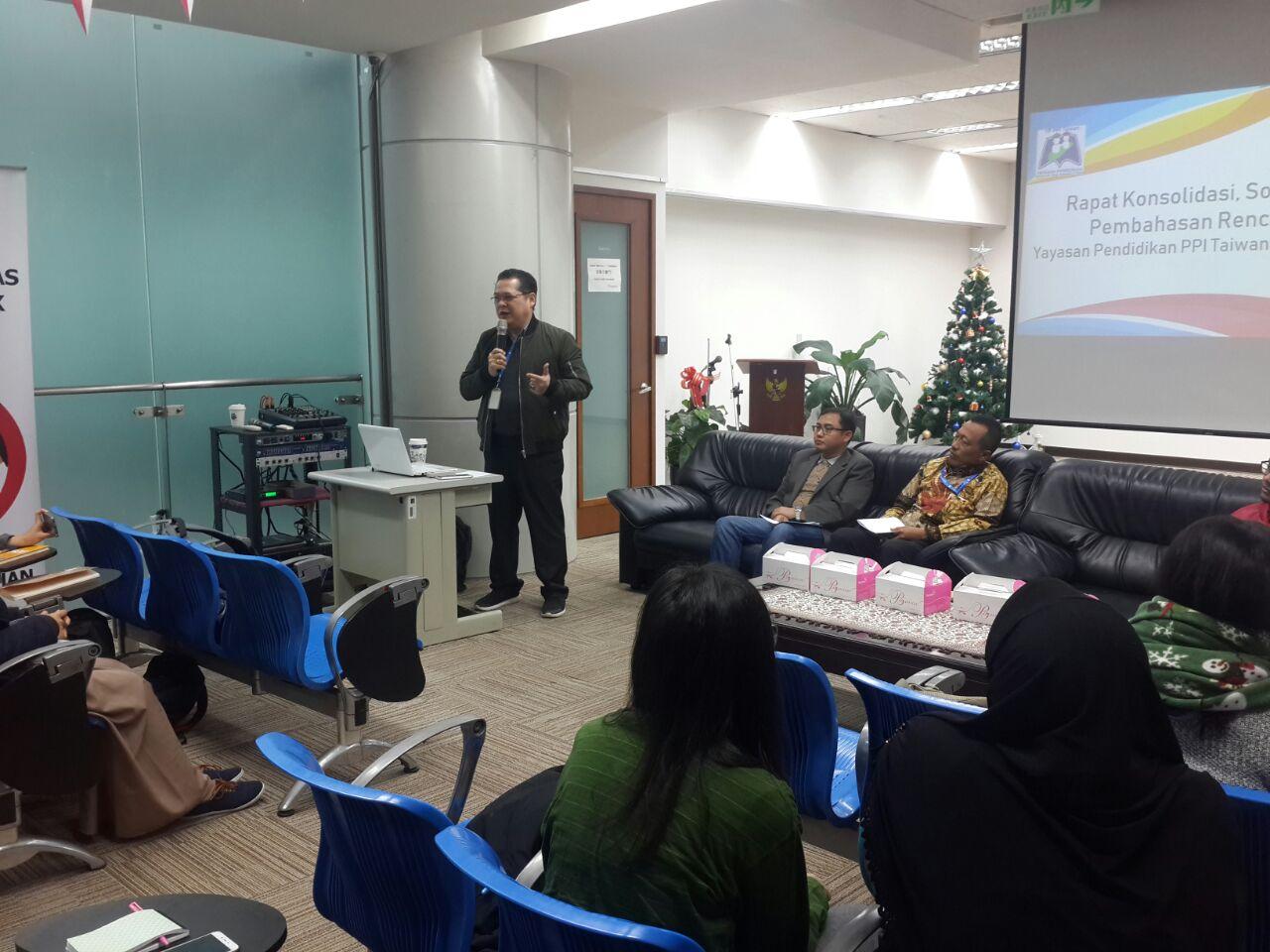 Robert James Bintaryo memberikan sambutan sekaligus membuka agenda awal tahun YP-PPI Taiwan di KDEI Taipei