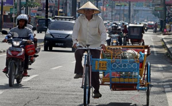 Becak Dayung | Sumber: a.okeinfo.net