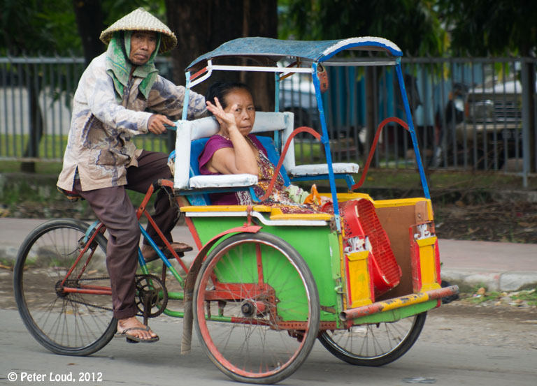 Becak Makassar | Sumber: peterloud.co.uk