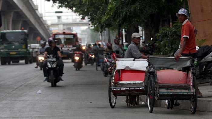 Becak dan Hiruk Pikuk Jakarta | Sumber: tribunnews.com