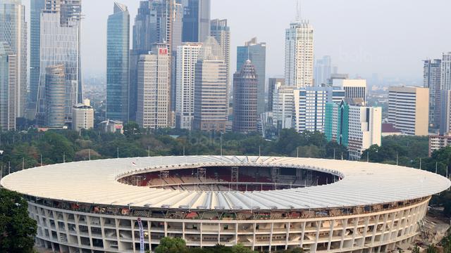 Gedung perkantoran yang menjulang tinggi dan Stadion Utama Gelora Bung Karno, Jakarta, (12/9/2017). Stadion Utama GBK dan kawasan olah raga senayan bersolek menyambut ASIAN Games 2018. Foto: Bola.com/Nicklas Hanoatubun