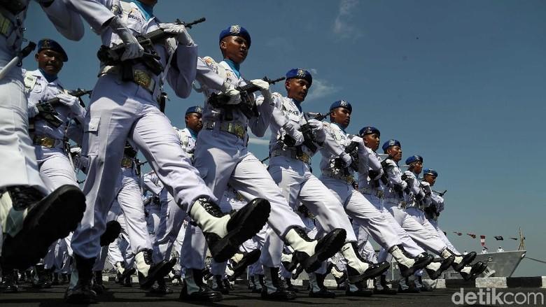 Sejumlah pasukan TNI AL ikut serta dalam defile peringatan HUT TNI AL ke-74 di Jakarta, Selasa (10/9/2019). Foto: detikcom