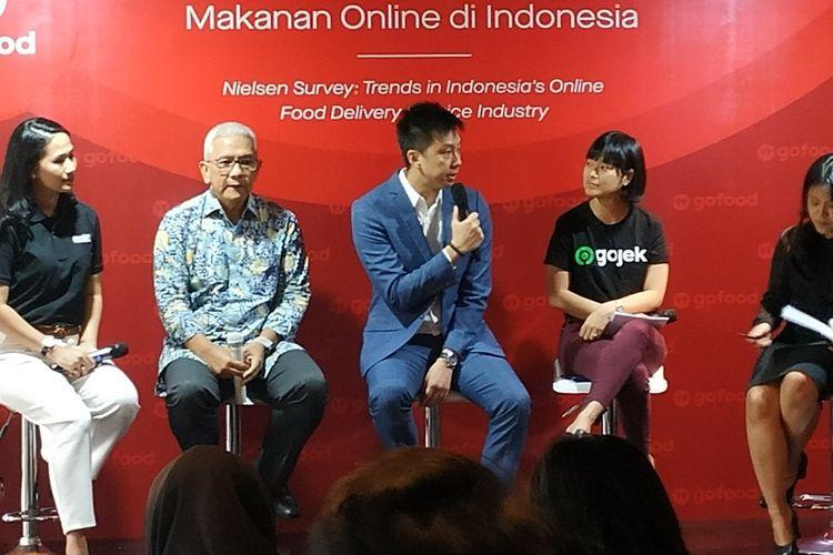 Chief Food Officer Gojek Group, Catherine Hindra Sutjahyo (kedua kanan) dan Executive Director of Consumer Insight Nielsen Singapura, Garick Kea (tengah) memberikan penjelasan dalam sebuah diskusi di Jakarta, Kamis (19/9/2019). Foto: Kompas.com/Murti Ali Lingga