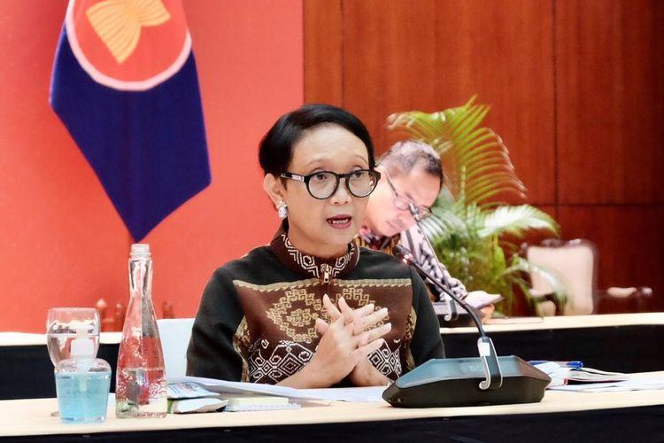 Menteri Luar Negeri Retno LP Marsudi saat memberikan keterangan di Kantor Kemlu, Jakarta, Kamis (9/4/2020). Foto: Kemlu RI