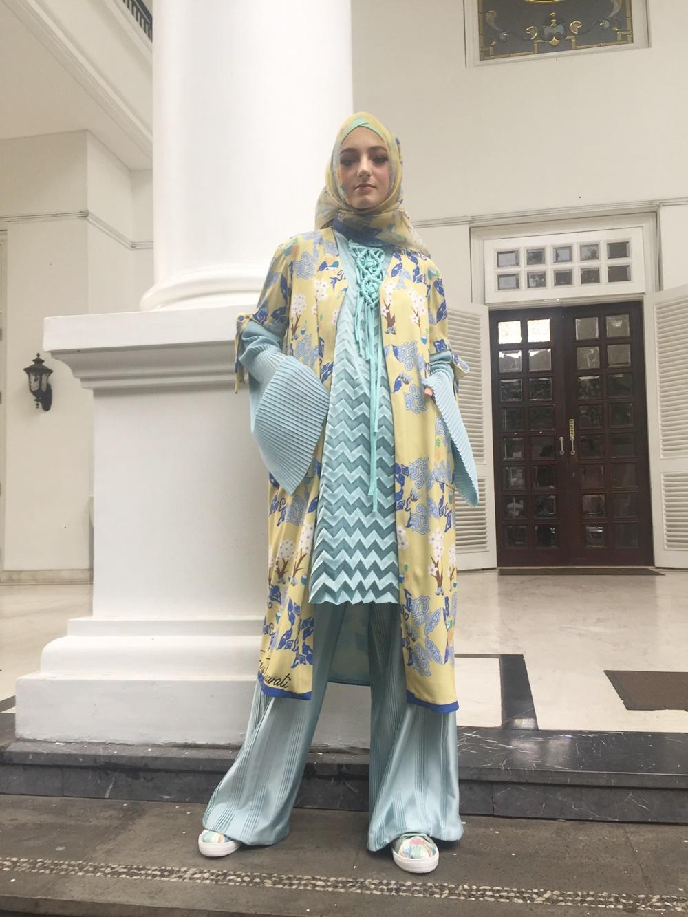Salah satu koleksi Jeny Tjahyawati X Buccheri yang akan ditampilkan di Miami Modest Fashion Week. Foto: Mp/Raden Yusuf Nayamenggala