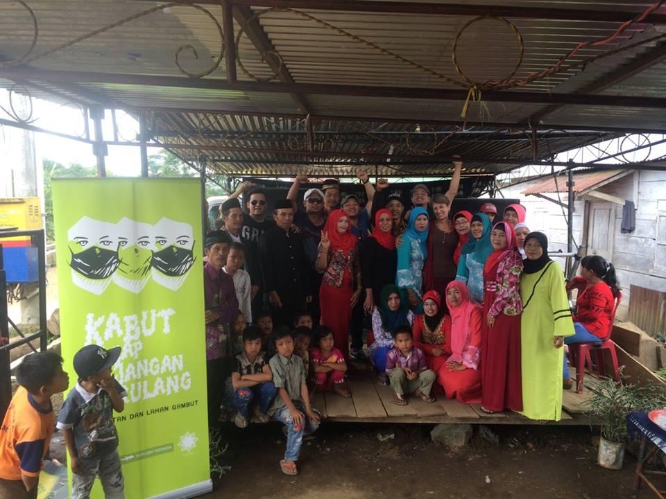 Bersama Masyarakat desa Air Pikat Rejang, Bengkulu. Gambar: Hutan Tropis