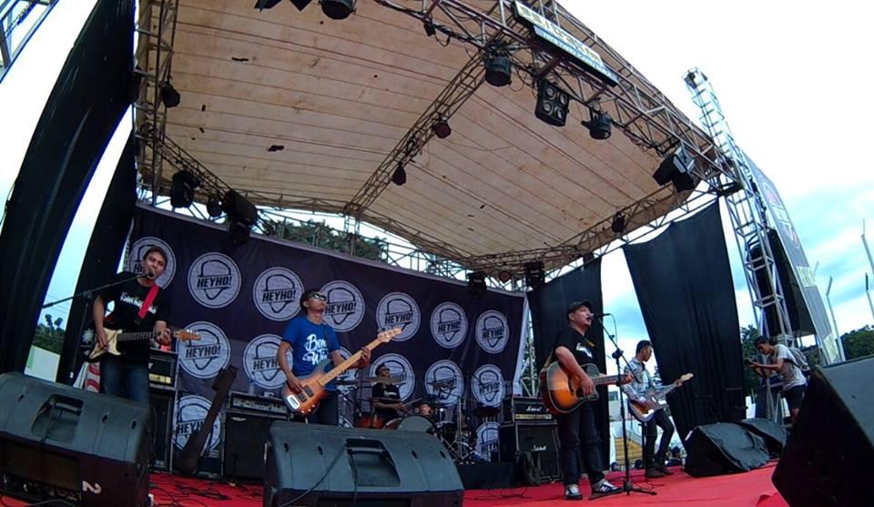 Di acara musik Palembang. Gambar: Hutan Tropis