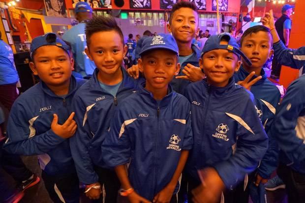 Timnas Indonesia U-12 atau Tim AQUADNC Garuda Muda 2016 bangga bisa bersaing dengan tim kelas dunia pada putaran final dunia Danone Nations Cup (DNC) 2016. Foto: Istimewa
