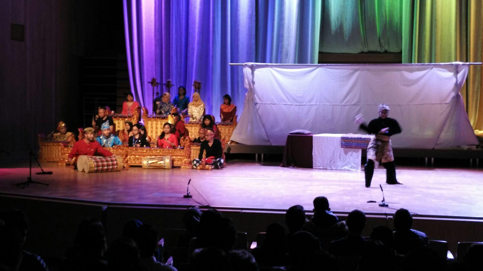 Gala Cultural Night, ISIC 2016. Sumber: atdikbudlondon.com