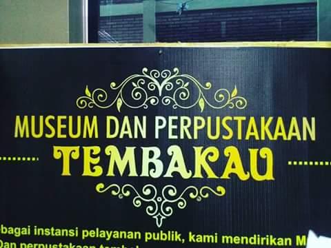 Salah satu tulisan penanda Museum dan Perpustakaan Tembakau
