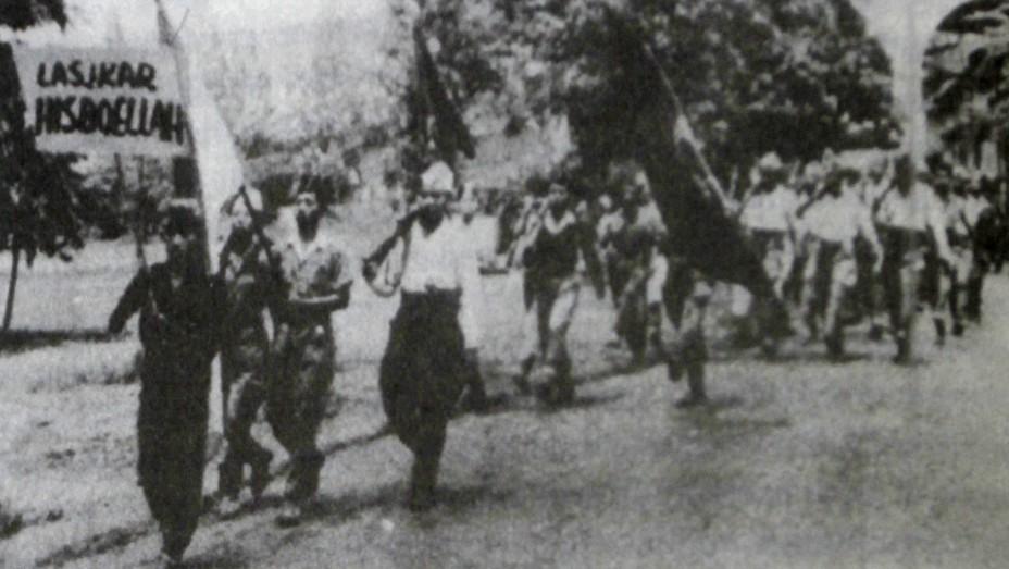 Barisan Laskar Hizbullah dalam Sebuah Parade (via : gardanasional.id )