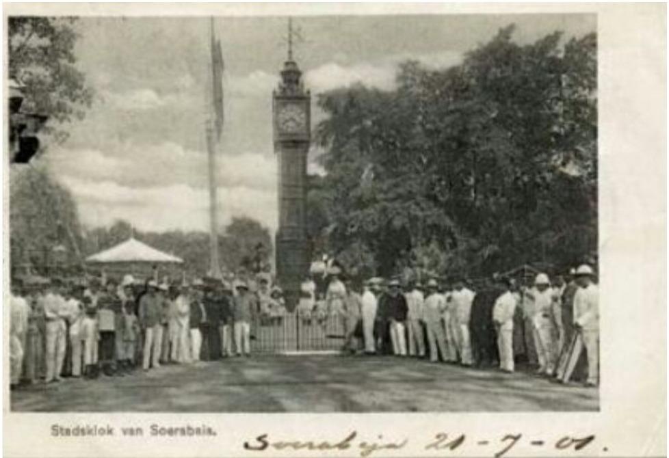 Stadsklok van Soerabia 1901 (Source : Thies & Umbgrove dalam