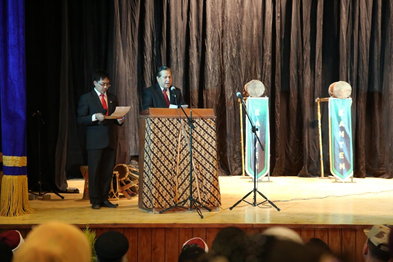 Bapak Dubes LBBP Indonesia untuk Mesir: Bapak H. Helmy Fauzi sedang memberikan sambutan