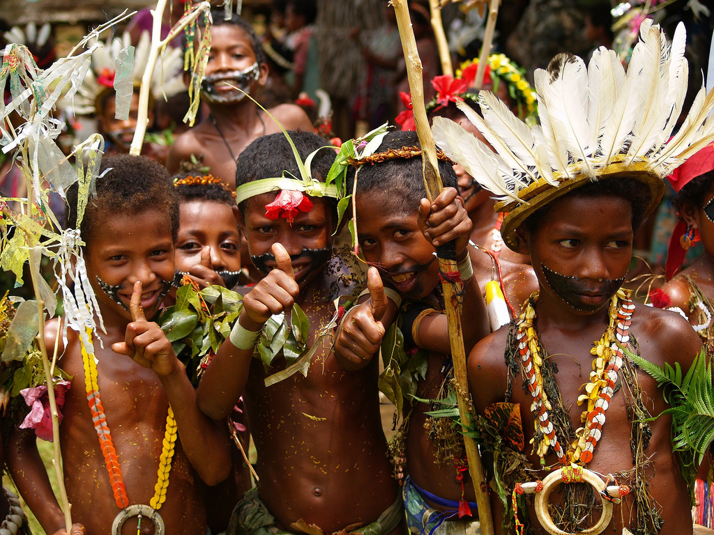 Masyarakat Indonesia Timur merupakan campuran dari ras Asia Timur dengan Melanesia