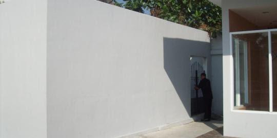 Bangunan Situs di Belakang Restoran Cepat Saji | Sumber: Merdeka.com