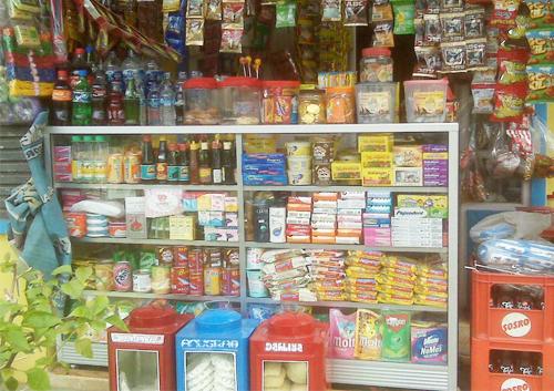 Toko kelontong dengan berbagai barang jualan | Sumber: Kebumenhow.com