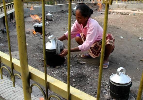 Aktivitas warga di Api Tak Kunjung Padam | Sumber: Akucintaindonesia