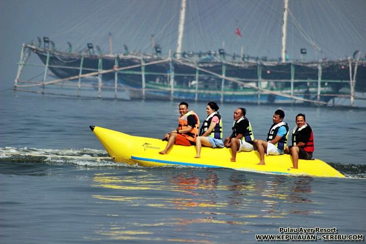 Bermai Banana Boat Di Pulau Ayer Resort