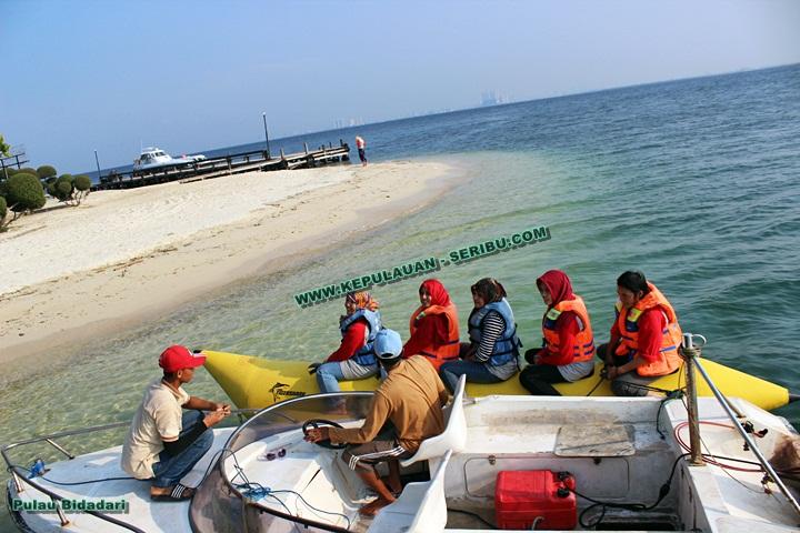 Banana Boat Permainan Watersport Di Pulau Bidadari
