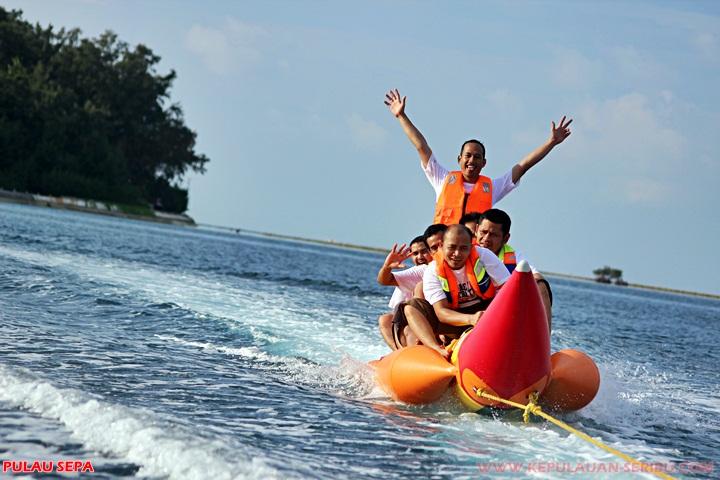 Banana Boat Watersport Pulau Sepa resort wisata Pulau Seribu