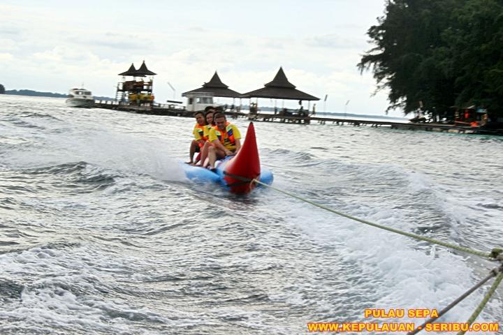 Bermain Watersport Banana Boat Pulau Sepa