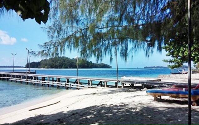 Pantai Pasir Putih Pulau Genteng Kecil Di Kepulauan Seribu Jakarta