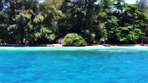 Pantai Pulau Genteng Kecil