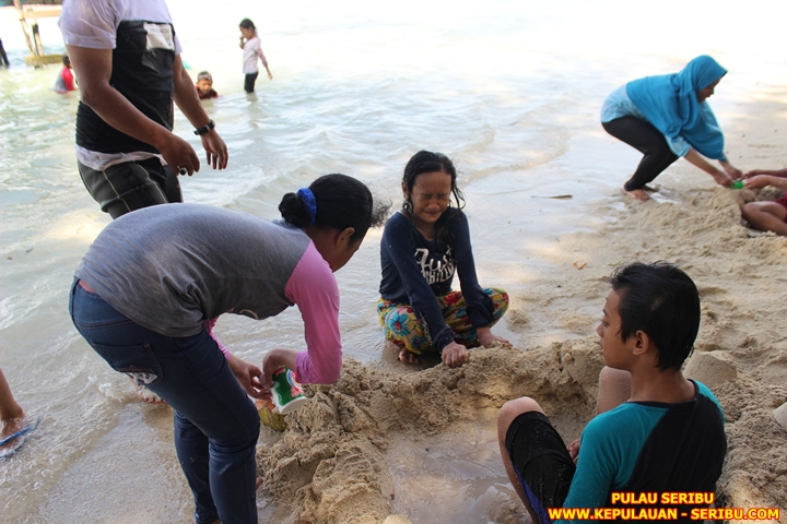 Bermai Pasir Putih Di Pulau Seribu