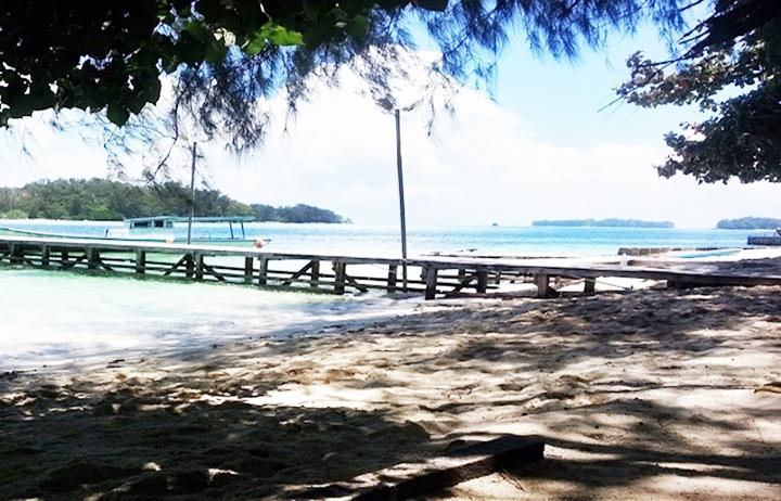 Pantai Pasir Putih Pulau Genteng Kecil