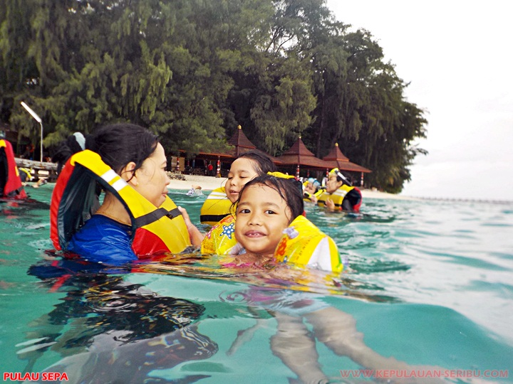 Snorkeling di Pulau Sepa resort wisata Kepulauan Seribu