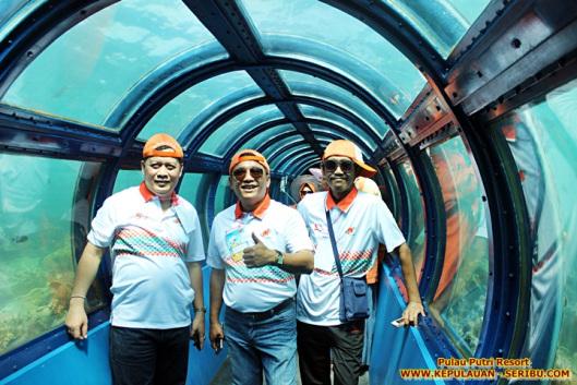 Terowongan Bawah Laut ( Tunnel Aquarium ) Pulau Putri
