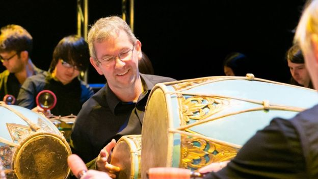 Pete Smith, pengajar gamelan dari Inggris. Sejak tahun 1992 ia mendalami gamelan di Solo © Kingston University Music Department (via BBC Indonesia)