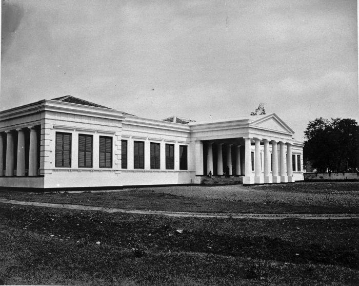 Gedung museum di Jalan Koningsplein West sekitar tahun 1875-1885 © Tropenmuseum/CC BY-SA 3.0 (via Wikimedia Commons)