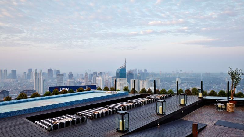 skye rooftop bar jakarta