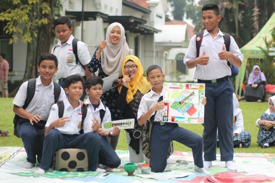Bermain Giant Ecofunopoly dalam Acara Festival Peduli Sampah Nasional 2016