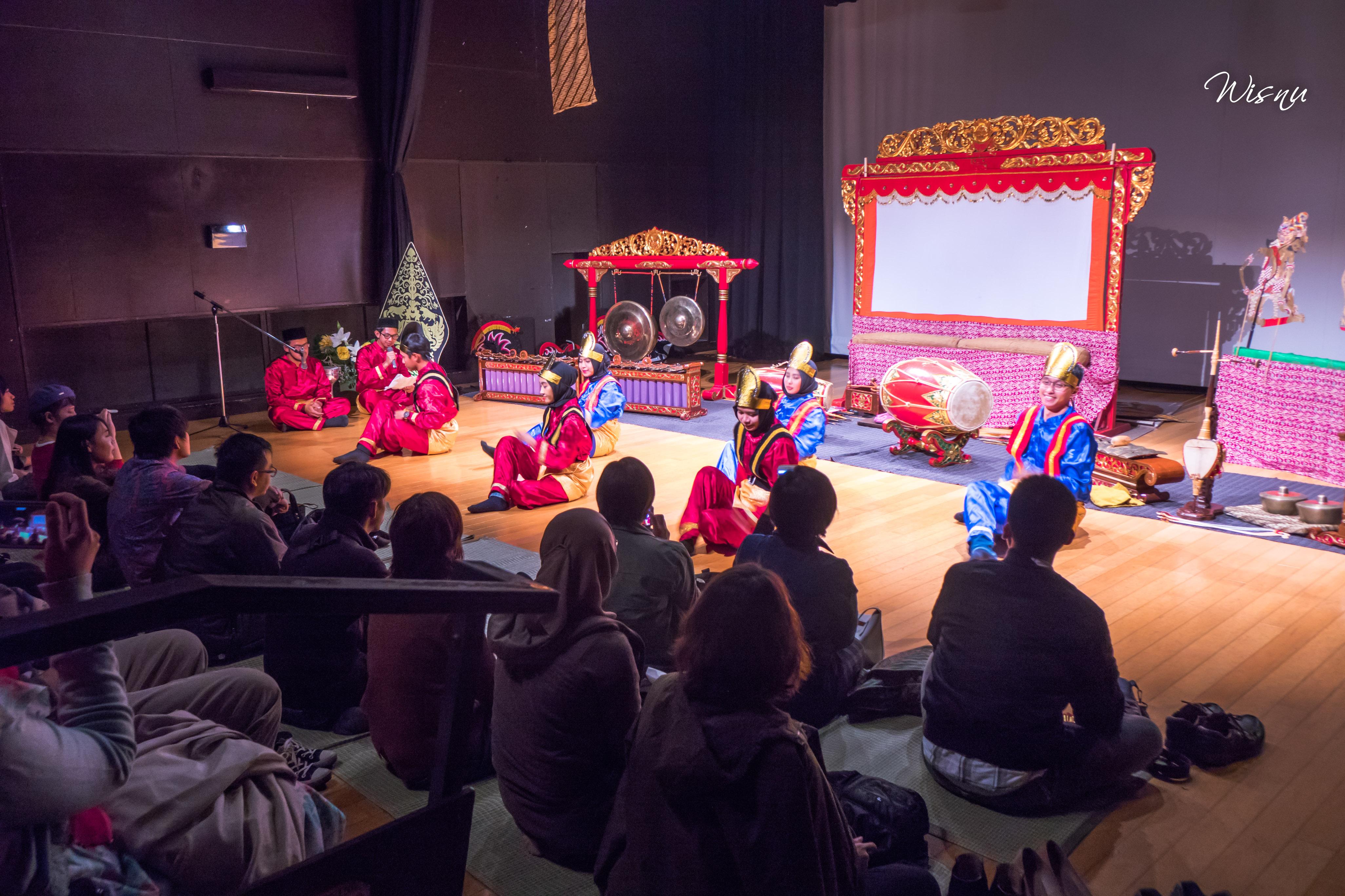 Pertunjukkan Saman yang ditampilkan oleh pelajar Indonesia di Fukuoka, Jepang.