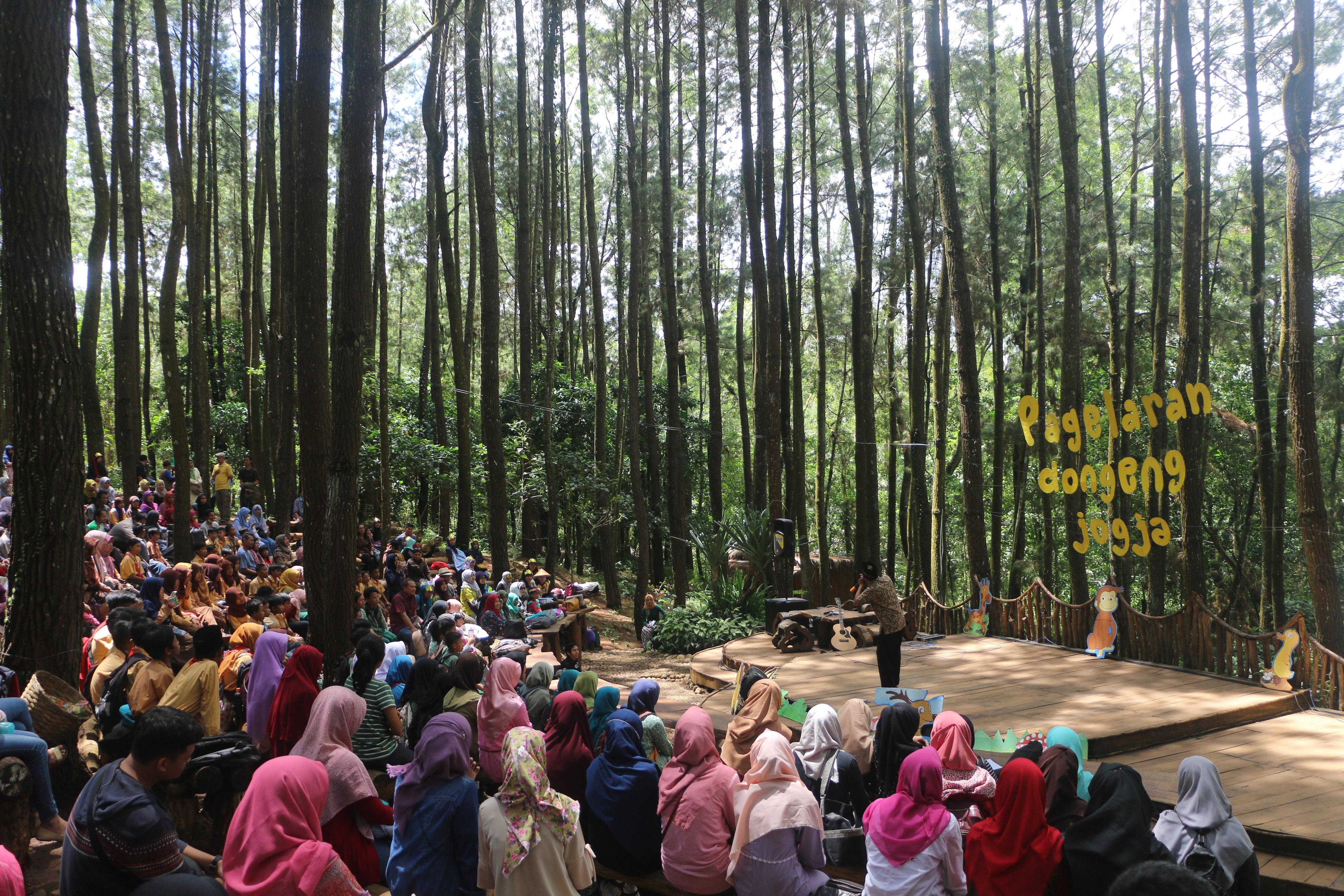 Awicarita Festival yang diadakan oleh Rumah Dongeng Mentari pada tahun 2016 di Hutan Pinus Mangunan, Yogyakarta.