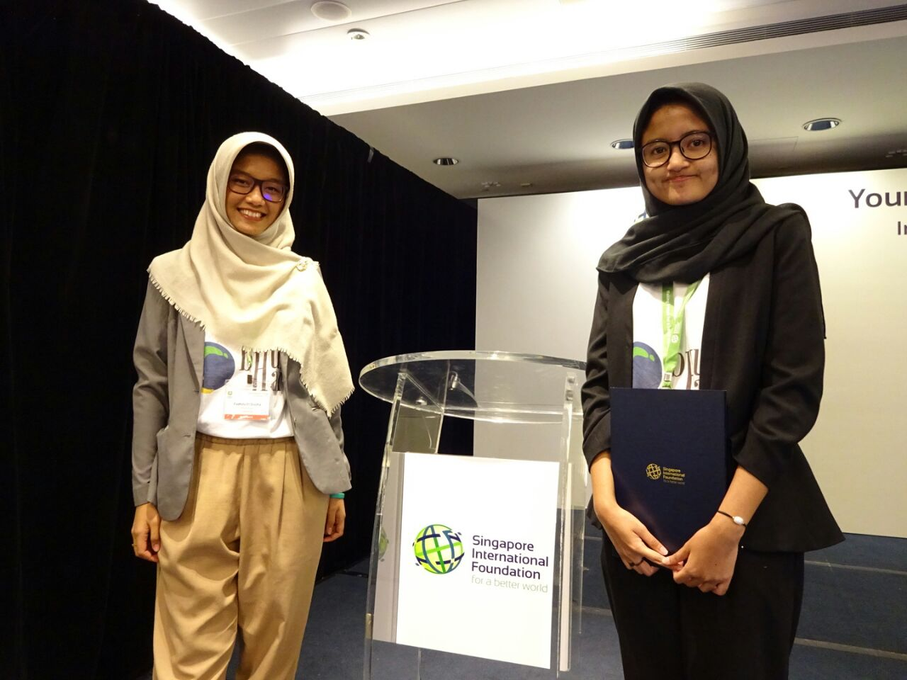 Fadhila dan Febri dalam ajang Young Sosial Entrepreneurs 2017 di Singapura